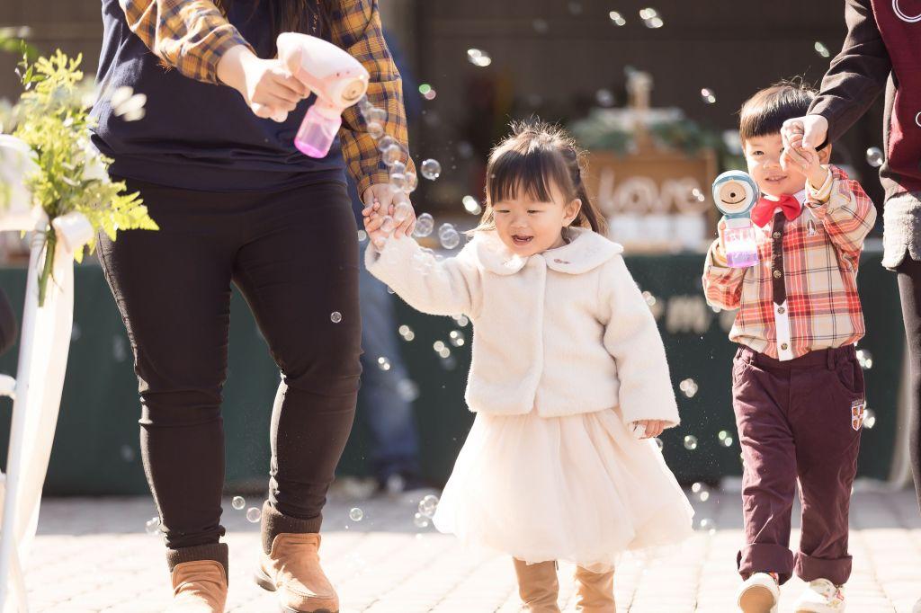 這張圖片的 alt 屬性值為空,它的檔案名稱為 2021-0110-wedding-263.jpg