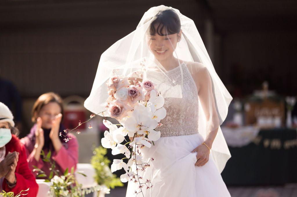 這張圖片的 alt 屬性值為空,它的檔案名稱為 2021-0110-wedding-272.jpg