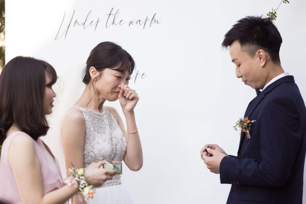 這張圖片的 alt 屬性值為空,它的檔案名稱為 2021-0110-wedding-317.jpg