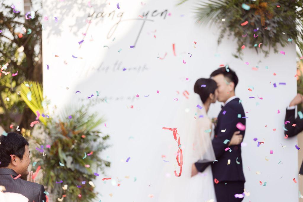這張圖片的 alt 屬性值為空,它的檔案名稱為 2021-0110-wedding-332.jpg