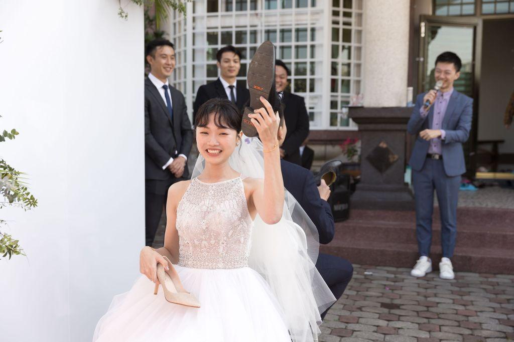 這張圖片的 alt 屬性值為空,它的檔案名稱為 2021-0110-wedding-334.jpg