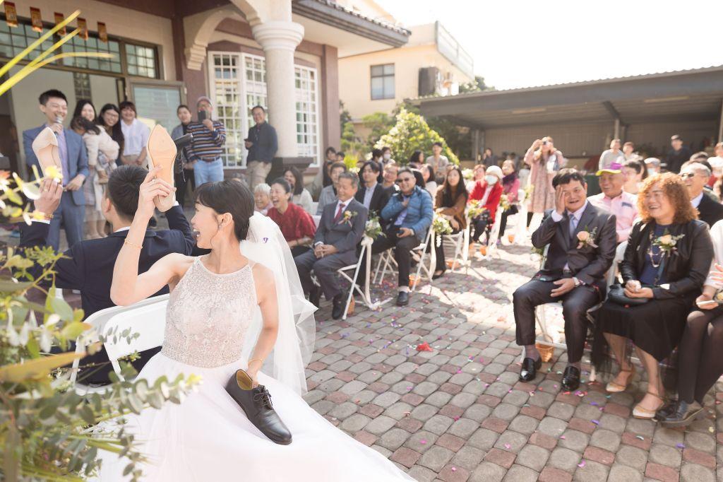 這張圖片的 alt 屬性值為空,它的檔案名稱為 2021-0110-wedding-341.jpg
